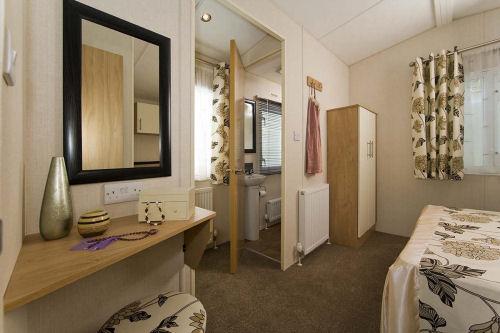 Caravan B19 Master Bedroom
